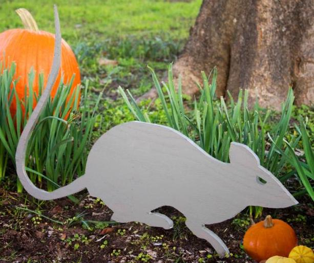 How to build a Giant Rat free Yard Art project