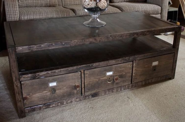 Free plans to build a Coffee Table With 3 Drawers.