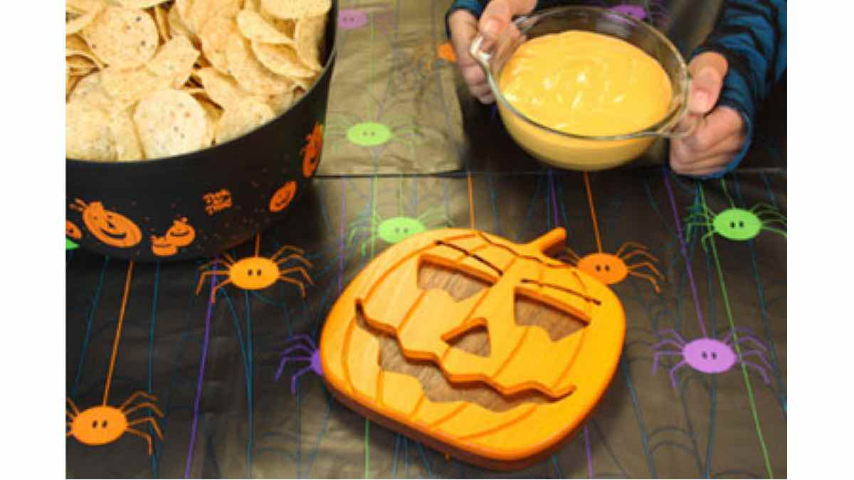 trivets,scroll saw, kitchens,halloween,diy,free woodworking plans,free projects,do it yourself