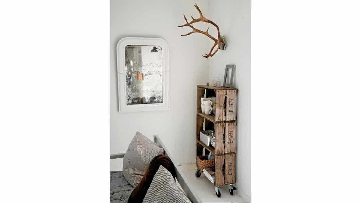 pallets,crates,shelves,shelving,diy,free woodworking plans,free projects,do it yourself