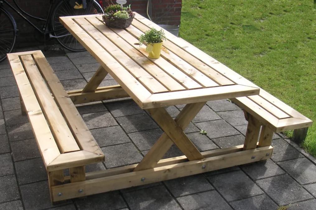 Free plans to build a 2x4 Picnic Table.