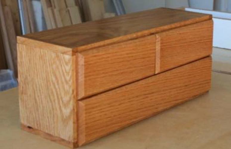 Free plans to build a DIY Jewelry Box.