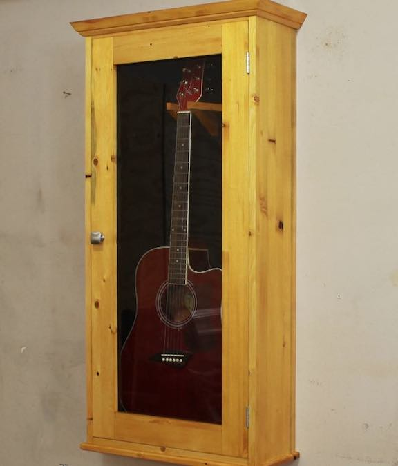Free plans to build a Guitar Display Case PDF.