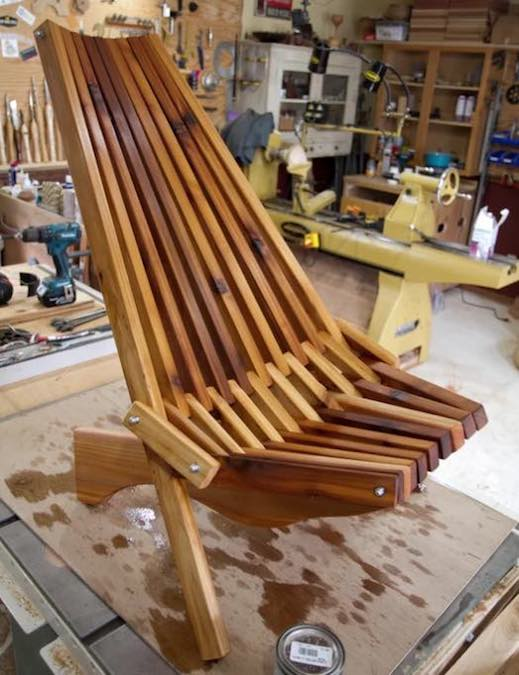 Free plans to build a Folding Lawn Chair.