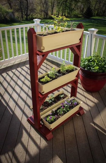 Free plans to build a Garden Plant Stand.