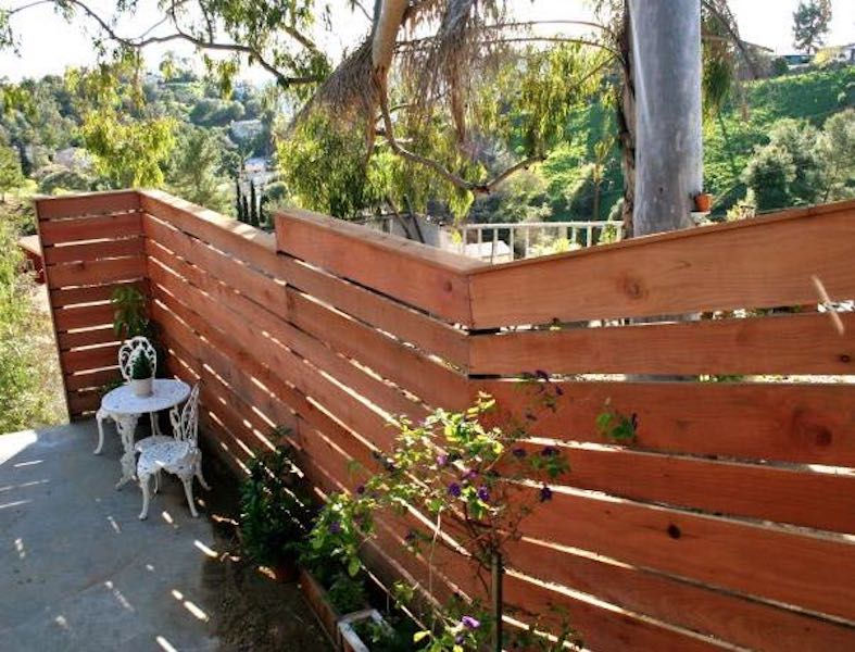 Free plans to build a Horizontal Plank Fence.