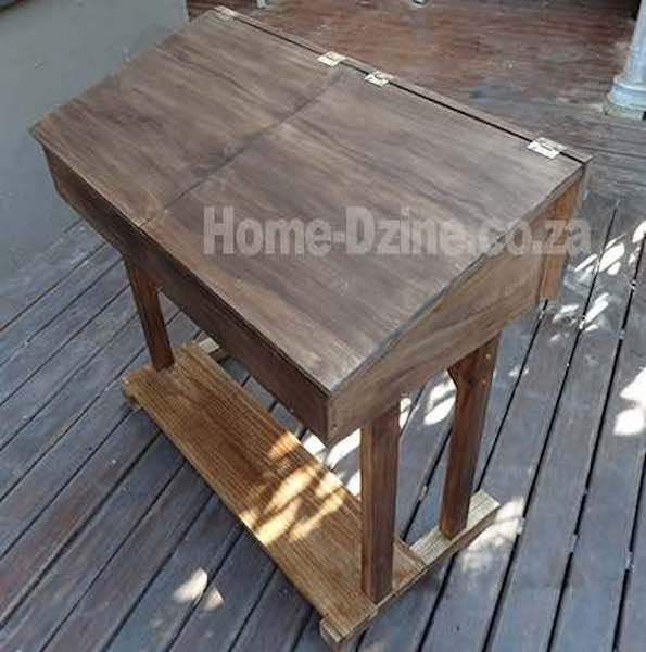 Free plans to build a Childs Desk.