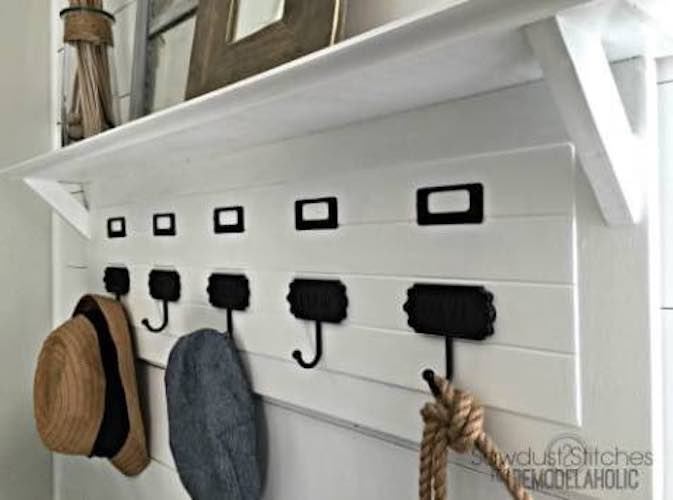 Free plans to build an Entryway Coat Rack.