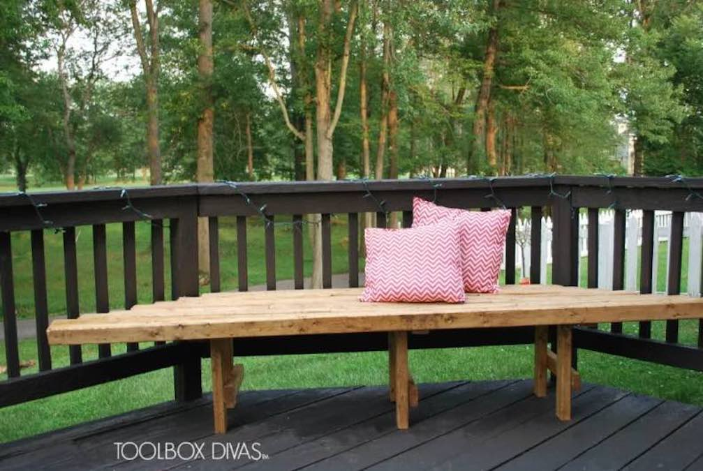 Free plans to build an outdoor corner bench for your deck.