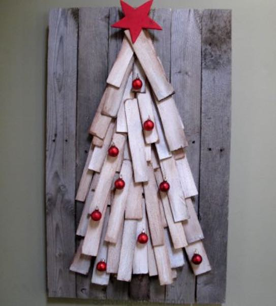 Free plans to build a Pallet Christmas Tree.