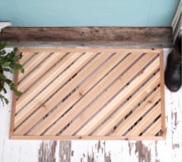 Free plans to build a Wooden Door Mat.