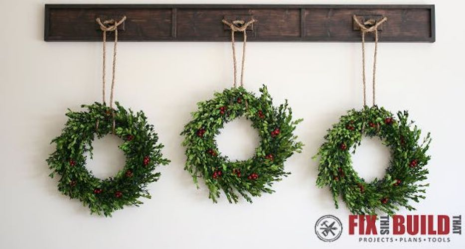 Free plans to build a Wreath Display Rail.