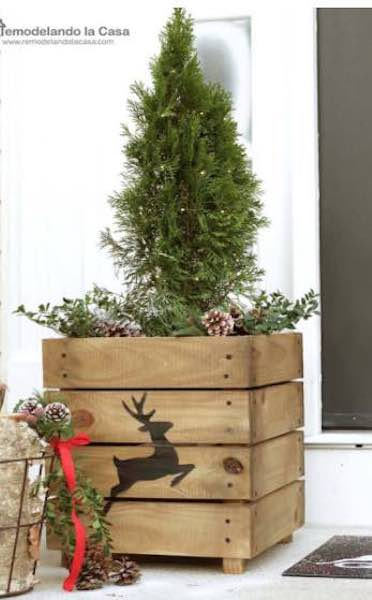 Free plans to Build Planters.