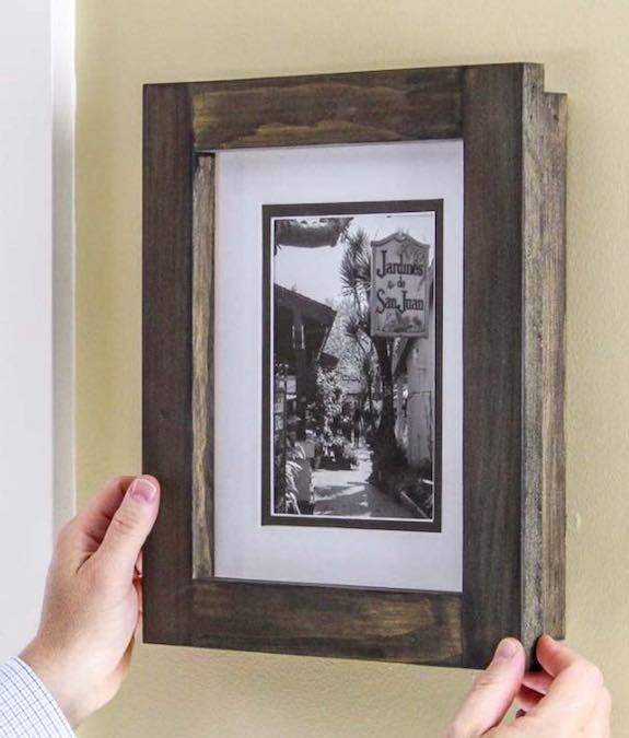 Free plans to build an Easy Picture Frame.