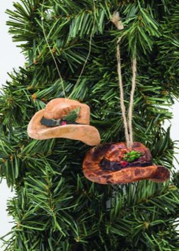 Learn to carve a Cowboy Hat Ornament.