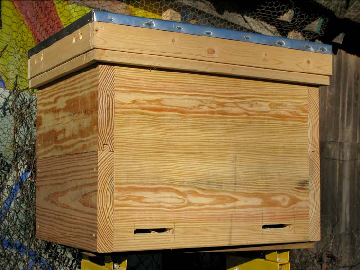 Free plans to build a Layens Hive.