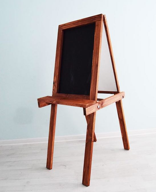 Free plans to build a Folding Chalkboard Easel.