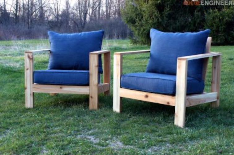 Free plans to build an Outdoor Arm Chair.