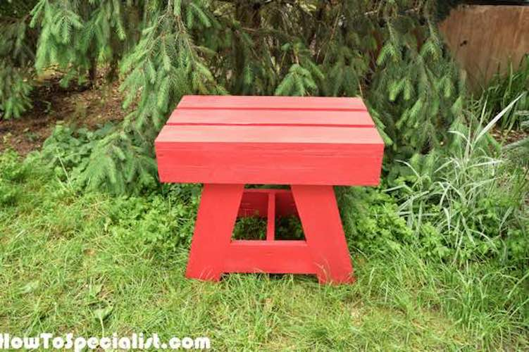 Free plans to build a Small Side table for Outdoors.