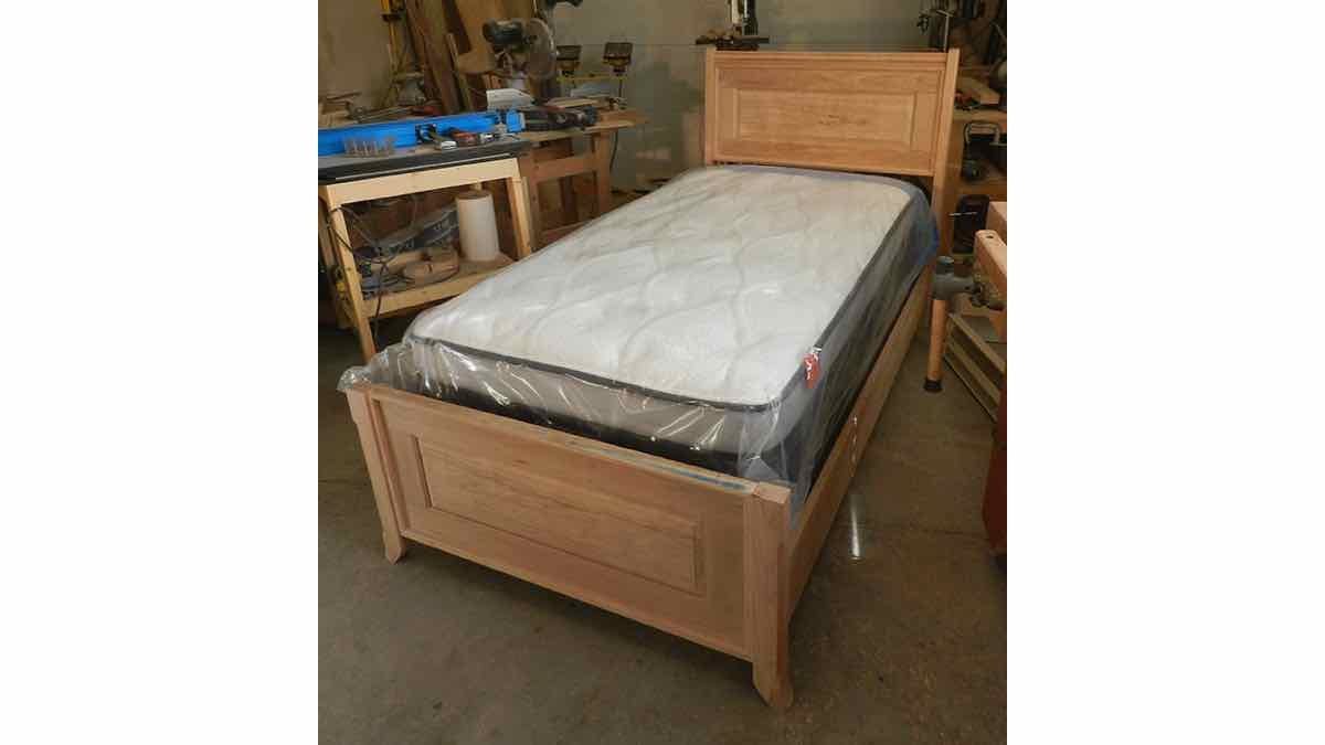 twin beds,furniture,twin size,diy,free woodworking plans,free projects,do it yourself