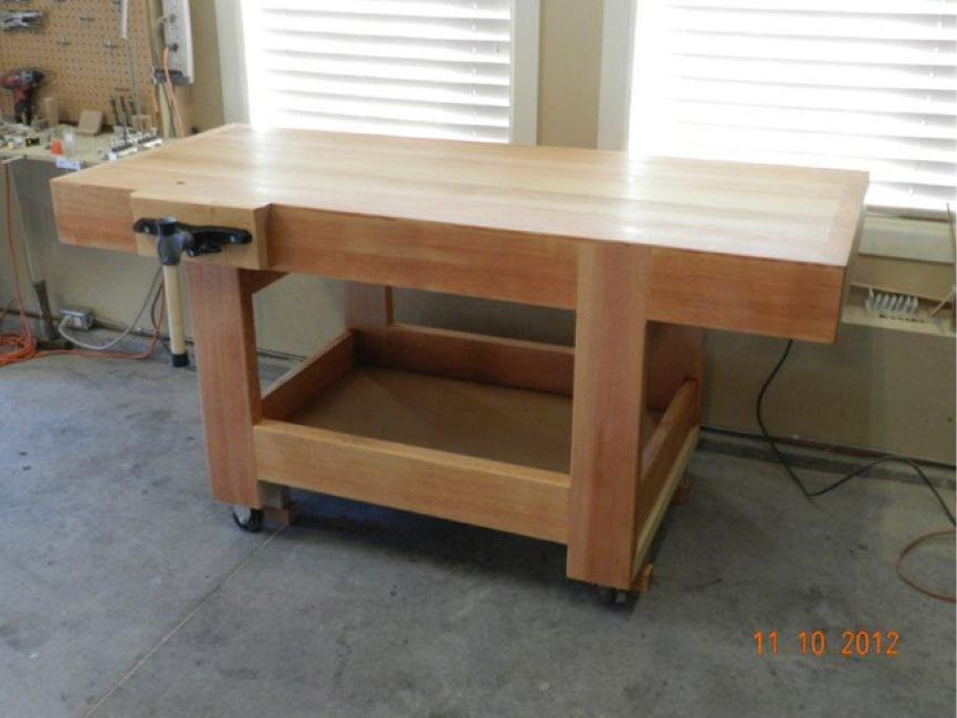 Free woodworking plans to build a workbench.