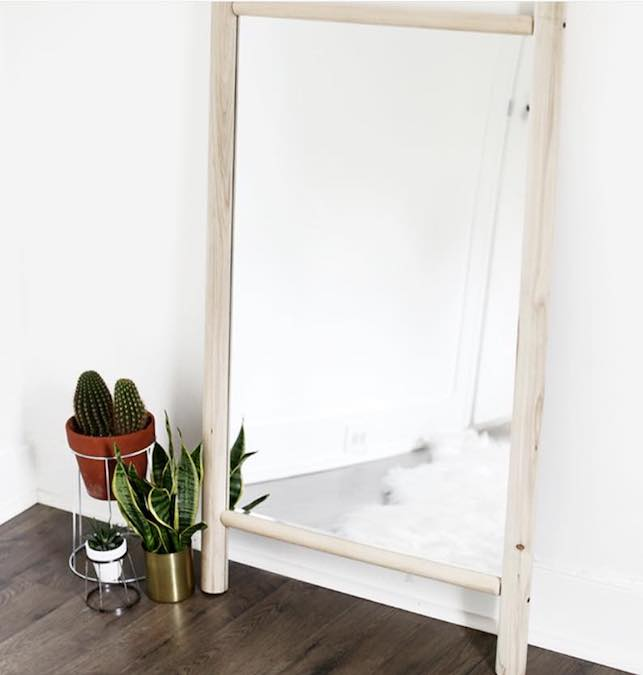 Free plans to build a Dowel Mirror Frame.