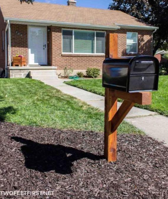Build a Cedar Mailbox Post using free plans.