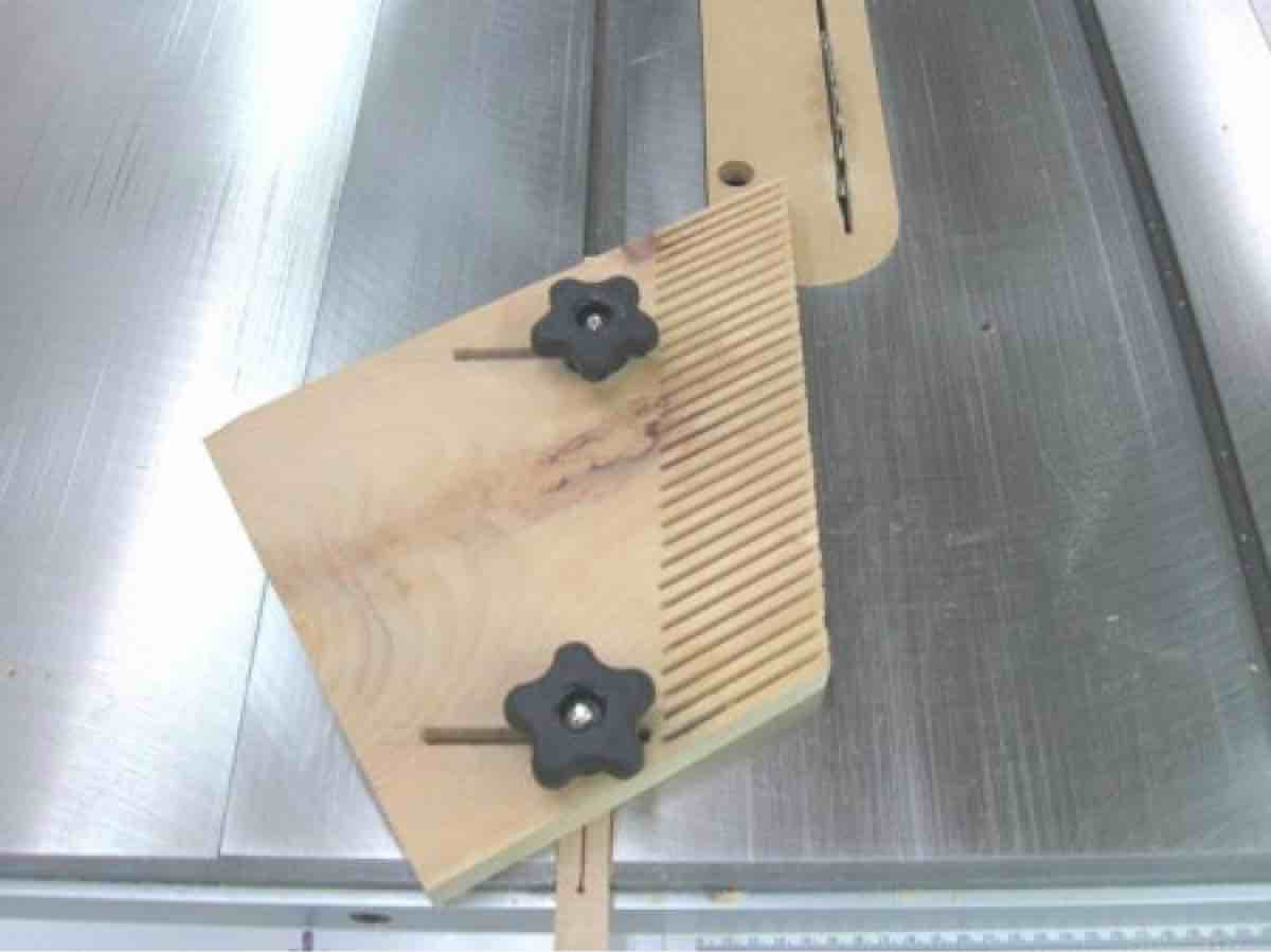 How to make a wide featherboard.
