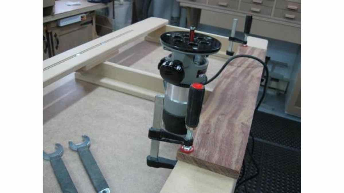 DIY - A jig to route large holes and slots safely.