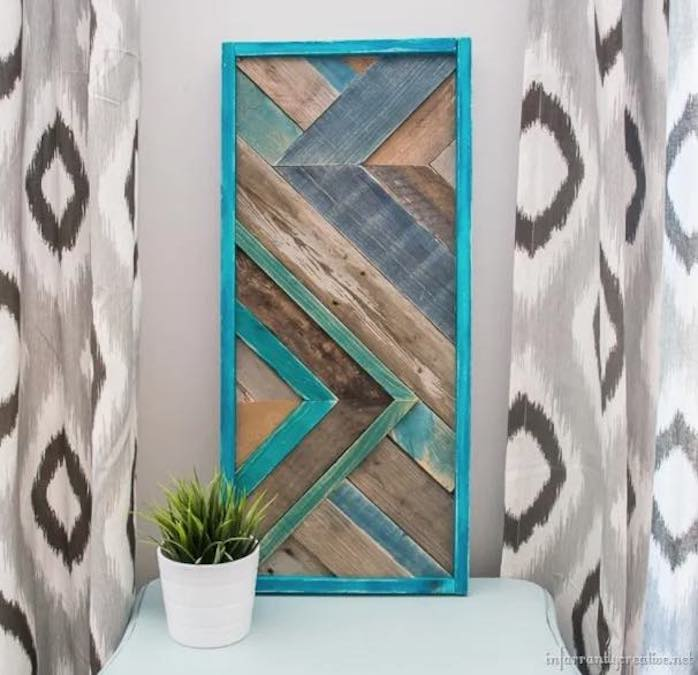Free plans to build your own Pallet Wall Art.