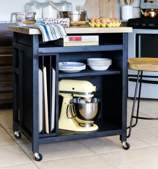 Free plans to build a Rolling Kitchen Island.