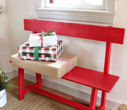 Free plans to build an Entryway Bench.