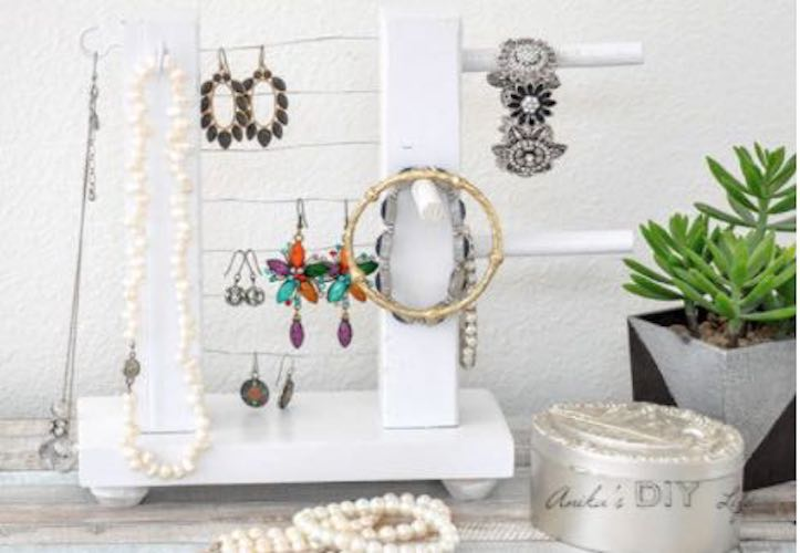 Free plans to build an Easy Jewelry Holder.
