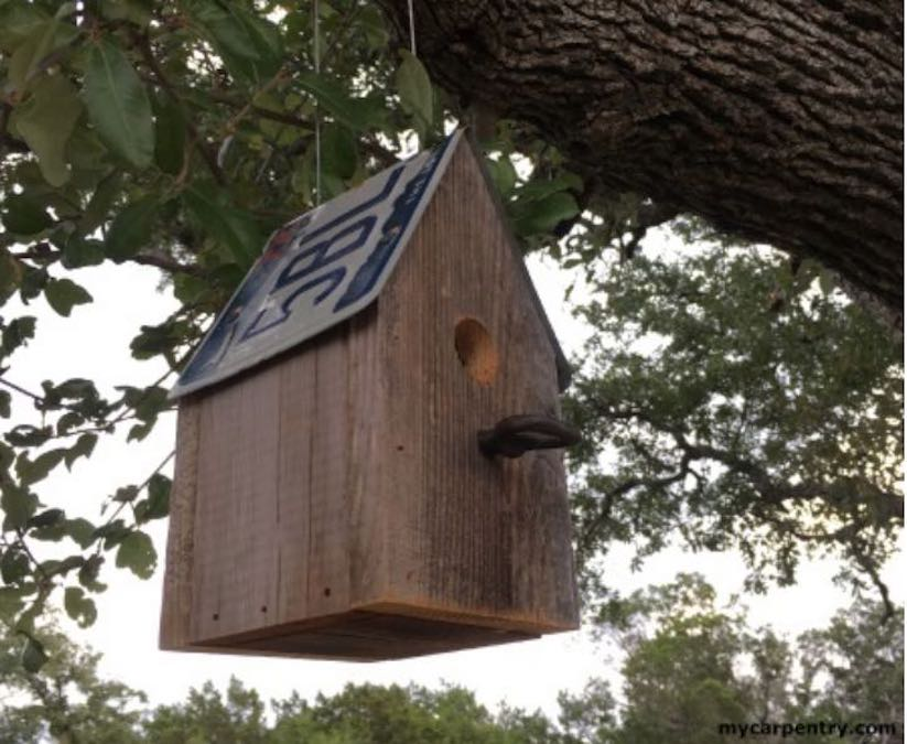 Free plans to build a License Plate Birdhouse.
