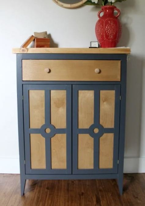 Free plans to build an Entryway Cabinet.