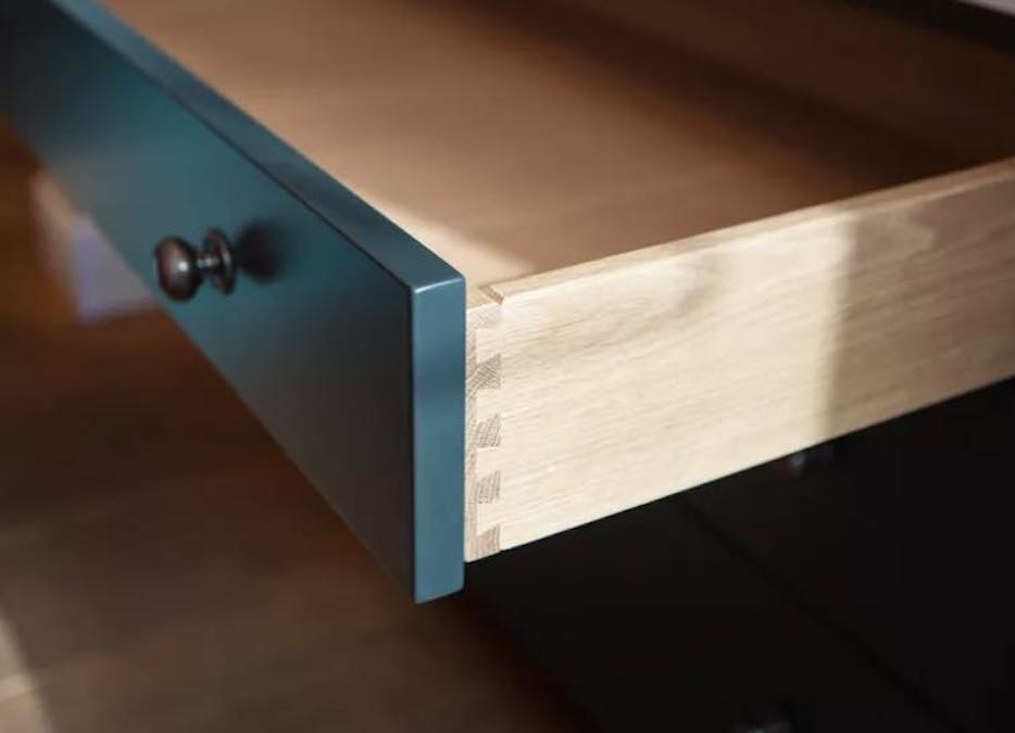 Learn how to make dovetail drawers using free plans.