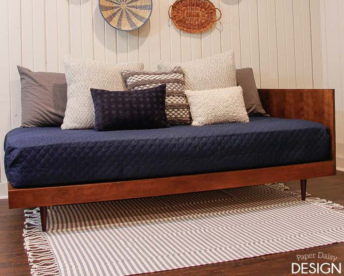 Free instructions to build a Daybed.
