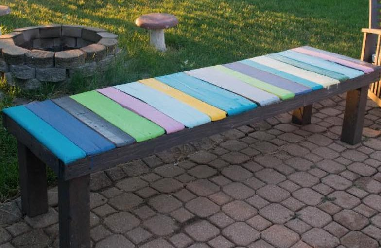 Free plans to build a Pallet Bench.