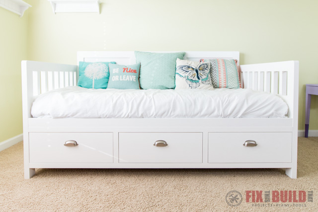 Build your own Daybed with Storage.
