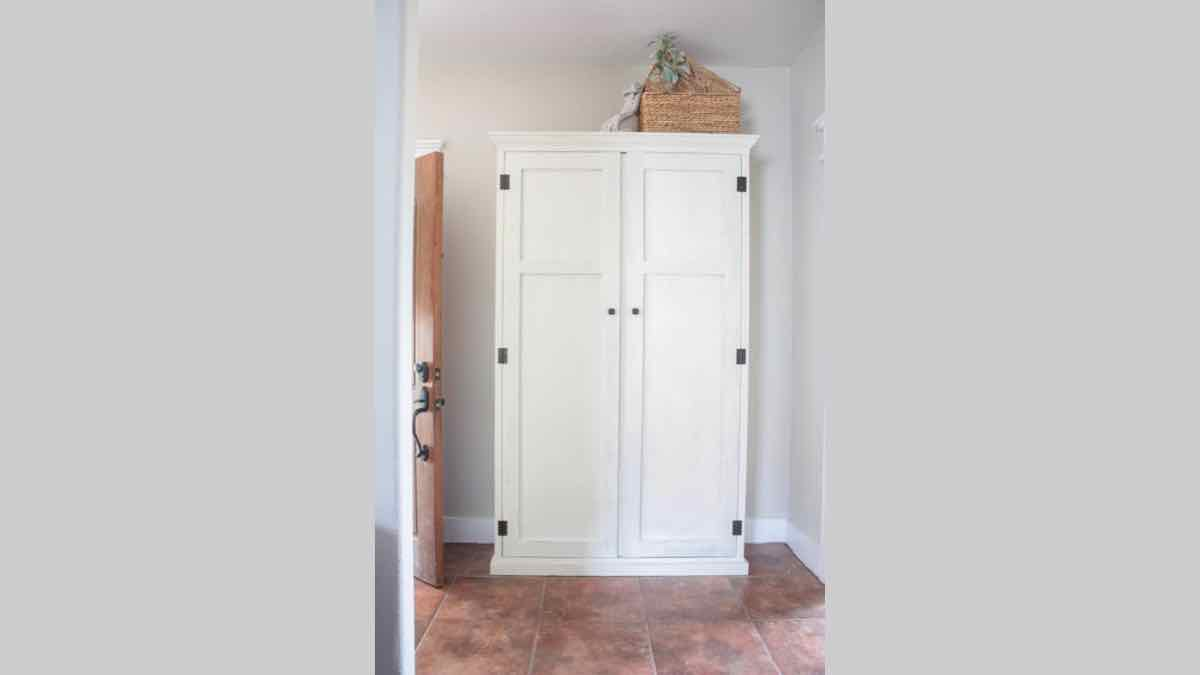 armoire,cabinet,mudroom,entryways,diy,free woodworking plans,free projects,do it yourself
