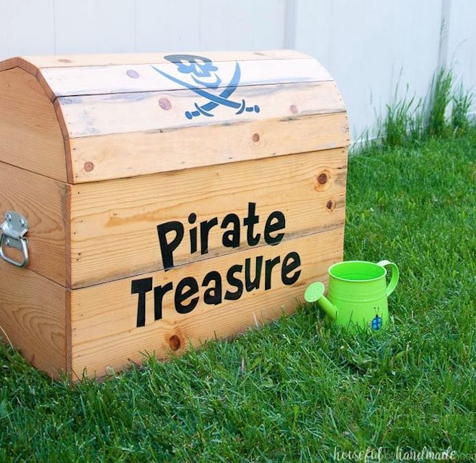 Free plans to build a Treasure Chest Toy Box.