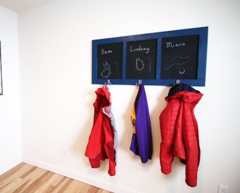 Free plans to build a Chalkboard Coat Rack.