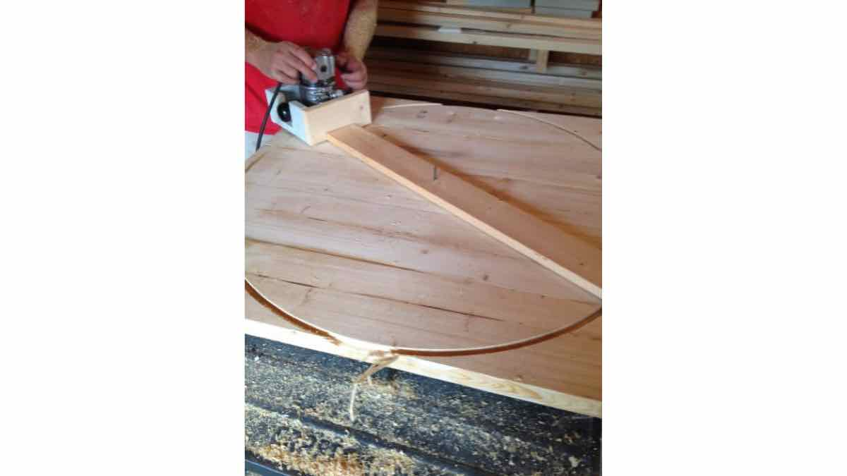 Router Circle Jig free woodworking plan tutorials