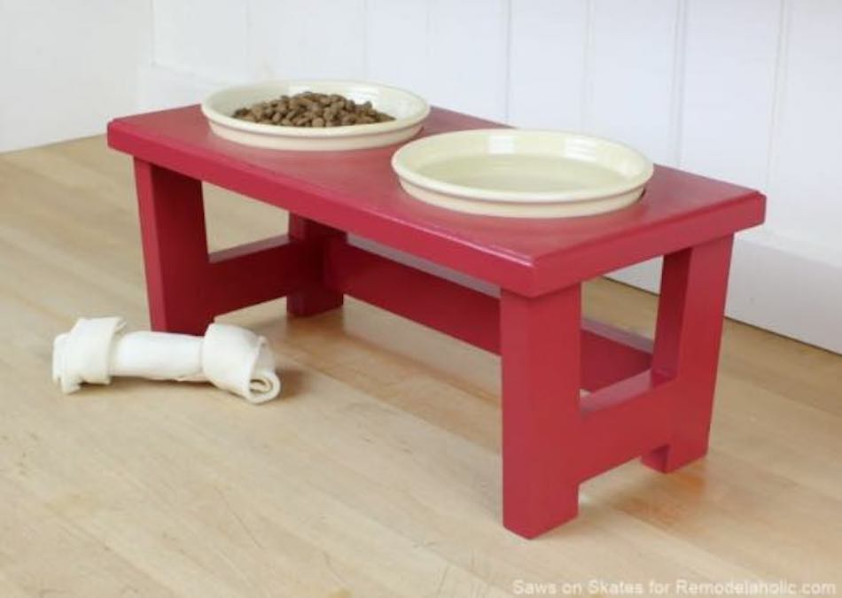Free plan to build a Feeding Stand for Pets.
