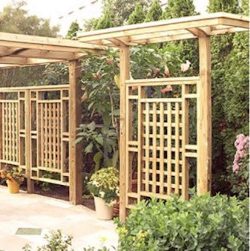 Free plans to build a Freestanding Privacy Screen Trellis.
