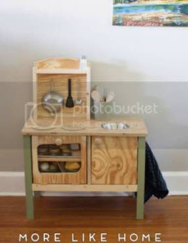 Free plans to build a Play Kitchen.