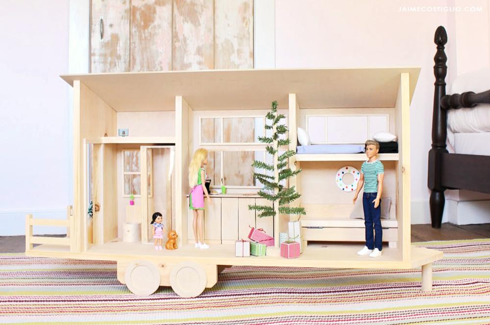 How to build a tiny dollhouse.