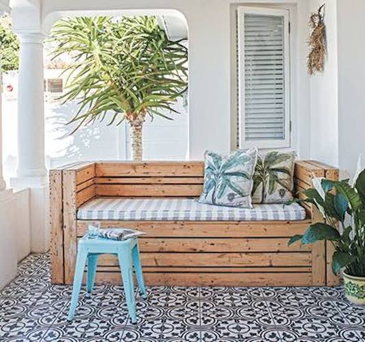 Build a Garden Bench For Patio using free plans.