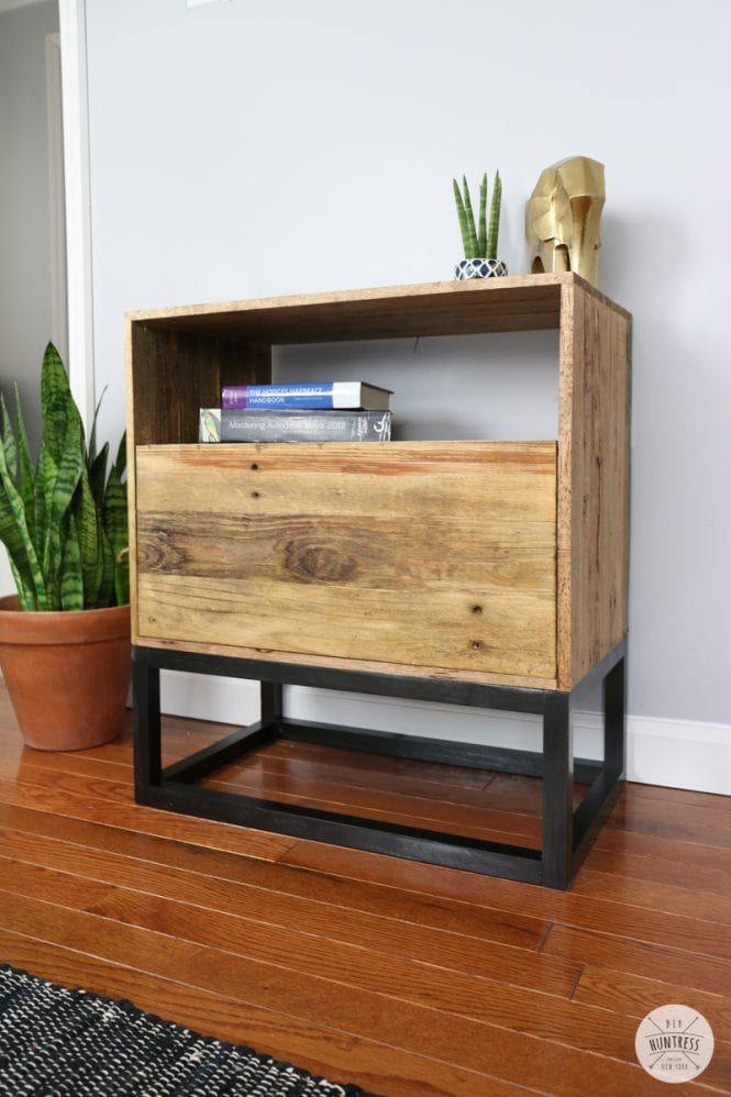pallets wood,pallets,nightstands,night stands,bedside tables,bedroom furniture,diy,free woodworking plans,free projects,do it yourself
