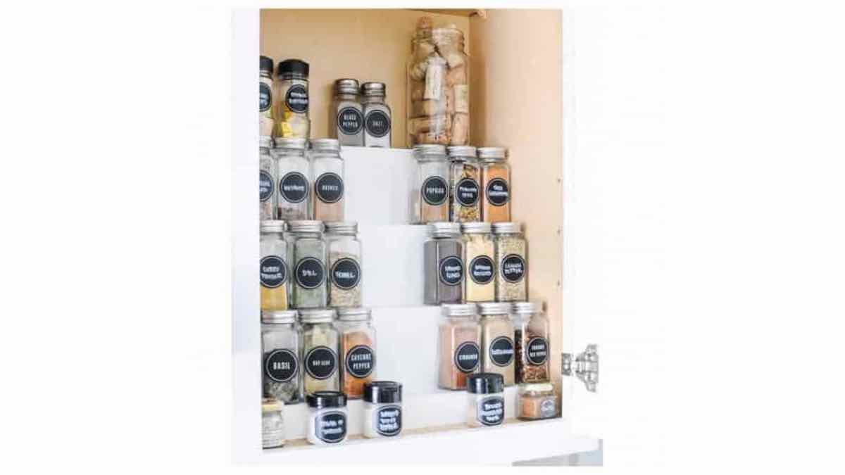 free woodworking plans, how to build a spice rack in cabinet.